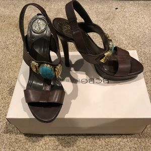 Sandals with turquoise medallion